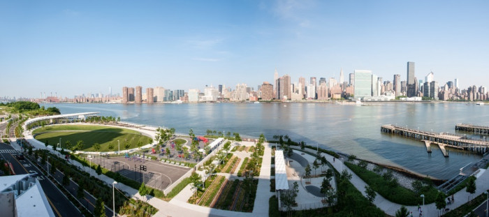 Take in specatcular views of the New York City skyline as you run through two beautiful waterfront parks.